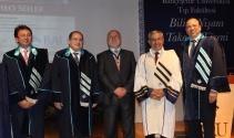 Bau Tıp Bilim Nişanı Prof. Dr. Theo Seilera verildi