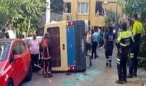 Kağıthanede yolcu minibüsü devrildi: 10 yaralı