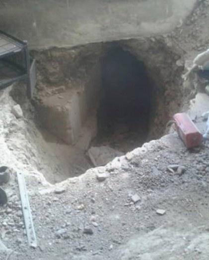 Teröristler vatandaşın evlerini harabeye çevirdi