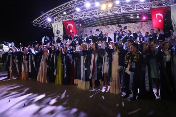 İhlas Koleji mezunlarına muhteşem tören