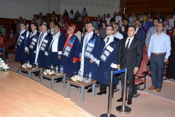YDÜ İlahiyat Fakültesi Mezuniyet Töreni gerçekleştirildi