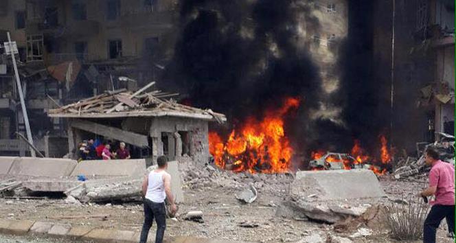 Midyat Emniyet Müdürlüğüne bombalı saldırı: Yaralılar var
