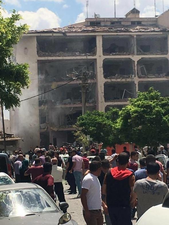 Midyat Emniyet Müdürlüğü'ne bombalı saldırı!