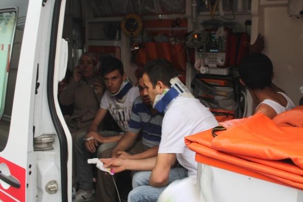 İki servis otobüsü ile minibüs birbirine girdi: 36 yaralı