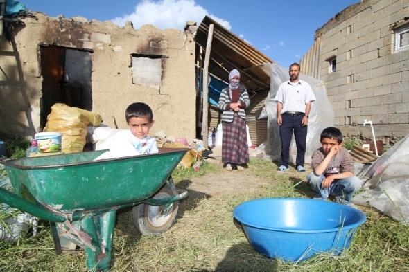 Evleri yıkılan ailenin yürek burkan dramı
