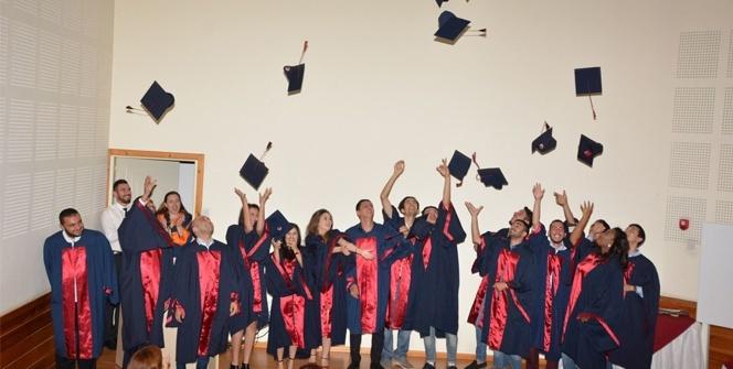 YDÜ Turizm ve Otel İşletmeciliği mezunları diplomalarını aldı