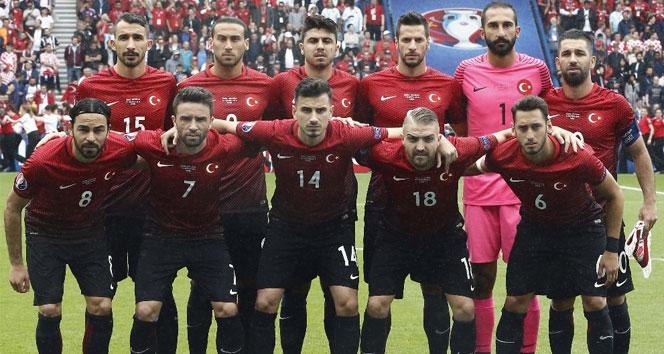 A Millilerin İspanya maçı ilk 11i belli oldu
