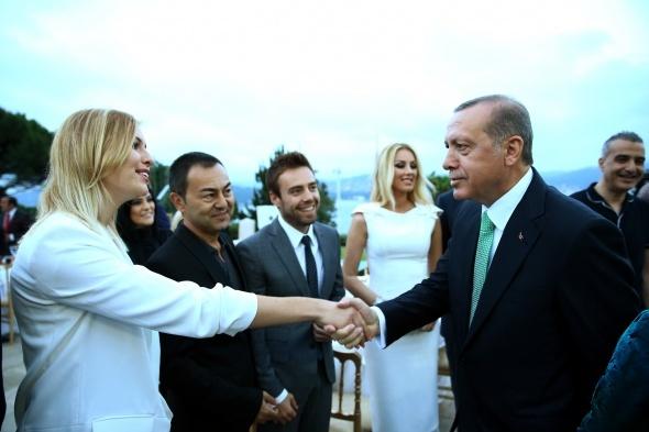 Erdoğan'dan sanatçılara ve sporculara iftar yemeği