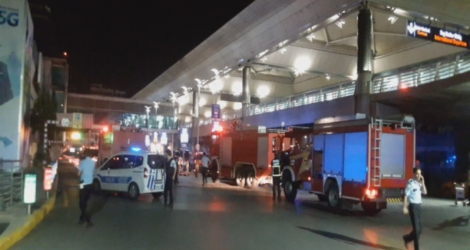 Atatürk Havalimanında art arda iki patlama