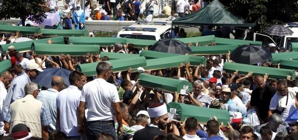 Tam 21 yıl oldu: 8372 kişi katledilmişti !