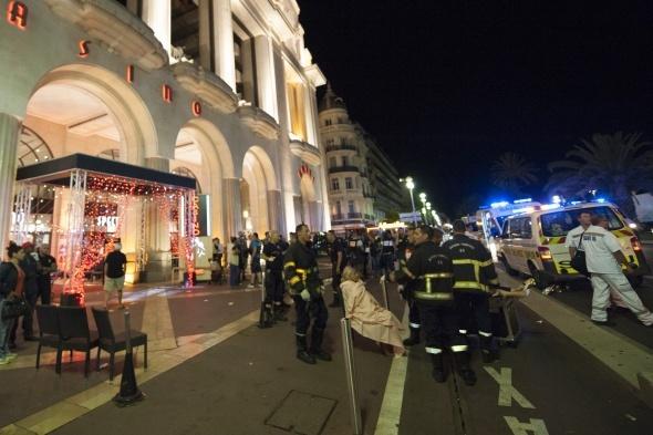 Fransa'da kamyon kalabalığa daldı: 84 ölü