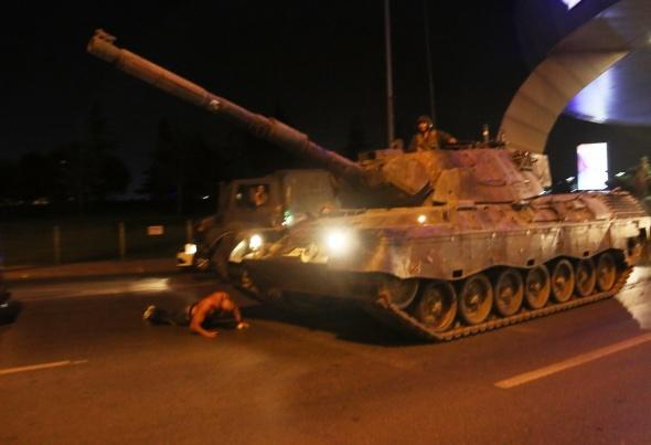İstanbul'da vatandaşlar sokaklara döküldü