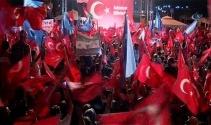 İstanbulluların demokrasi nöbeti sürüyor
