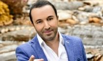 Genç sanatçı 'Seninleyiz, Yanındayız Tayyip Erdoğan'dedi