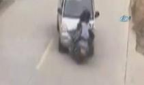 Minibüsle motosiklet kafa kafaya böyle çarpıştı