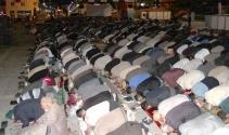 3 bin kişi Cumhuriyet Meydanında sabah namazı kıldı