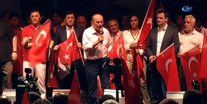 On binler demokrasi ve özgürlük için Beşiktaş Barbaros Meydanı'nda buluştu