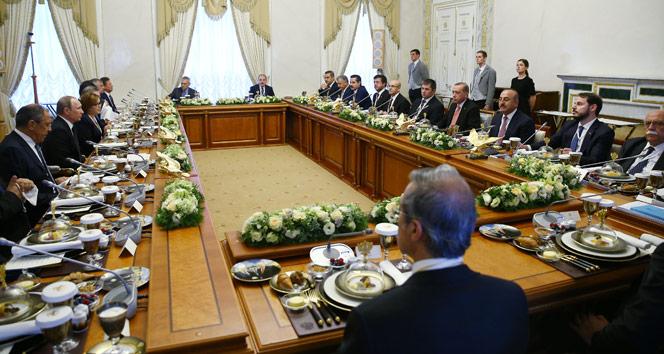 Erdoğan ve Putinin yemeğinde dikkat çeken ayrıntı