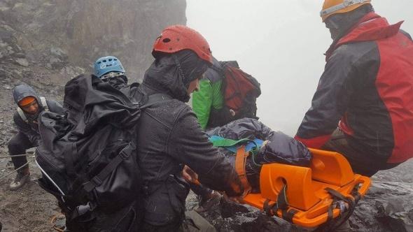 Kaçkar zirve tırmanışında ayağı kırıldı