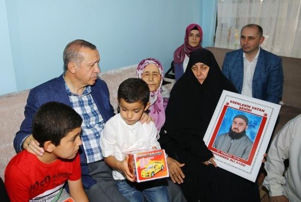 Cumhurbaşkanı Erdoğan, 15 Temmuz Şehitlerinin ailelerini ziyaret etti