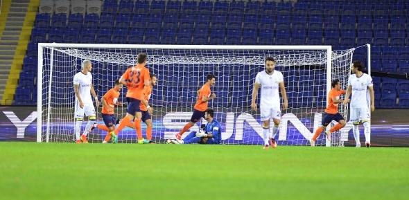 Medipol Başakşehir - Fenerbahçe maçından kareler