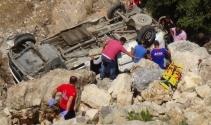 Hatayda minibüs şarampole yuvarlandı: 8 ölü, 18 yaralı