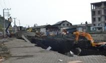 Zonguldakta yol çöktü
