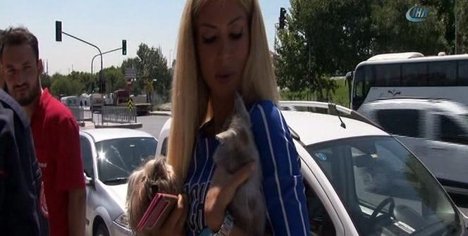 İtfaiyenin kurtardığı yavru kediyi hayvansever genç kadın sahiplendi