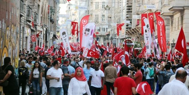 Yüzlerce vatandaş 30 Ağustos'ta bir araya geldi