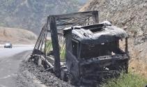 PKK yol kesip 11 aracı ateşe verdi