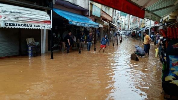 Rize'nin Fındıklı ilçesinde şiddetli yağış: 1 çocuk kayıp