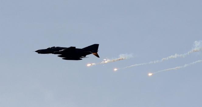 Türk savaş uçakları Afrin'de terör örgütüne ait hedefleri vuruyor