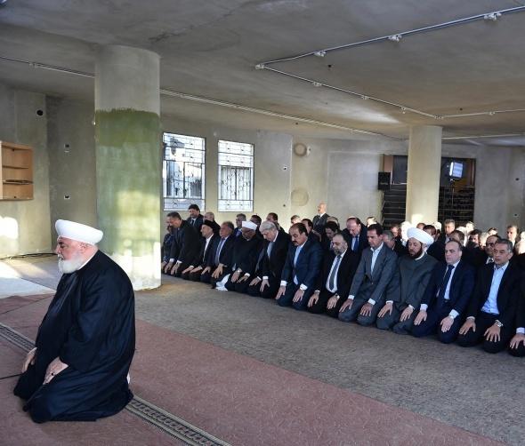Esad, bayram namazını muhaliflerden alınan Deraya'da kıldı