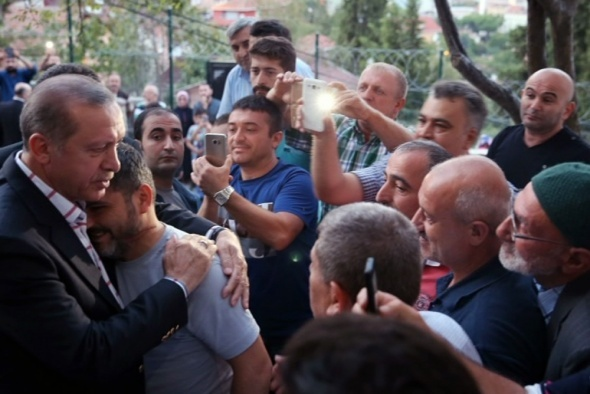 Cumhurbaşkanı Erdoğan'dan 15 Temmuz şehitlerinin ailelerine ziyaret