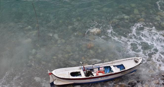 Kıyıya vuran kayıkta ölü bulundu