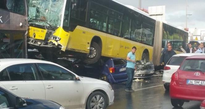 İBB, Acıbademdeki metrobüs kazası ile ilgili açıklama yaptı