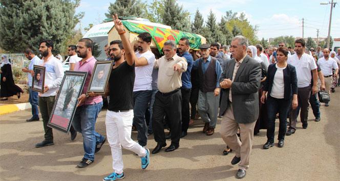 HDPli vekiller, teröristin cenazesine katıldı