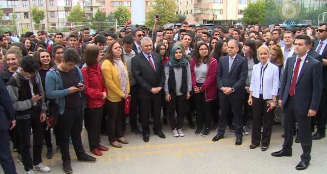 Başbakandan öğrencilere sürpriz ziyaret
