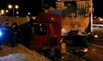 Suriyelileri kampa götüren otobüs kaza yaptı: 31 yaralı