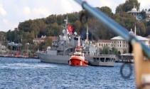 Eminönüne demir atan savaş gemisine yoğun ilgi