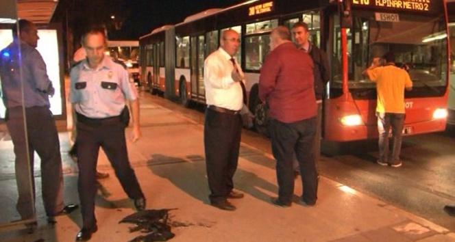 Otobüsteki yolcuları tinerle yakmaya çalıştı