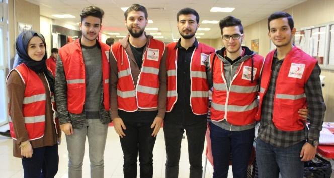 Gelişim Üniversitesi öğrencileri Kızılay için el ele verip kan topladı