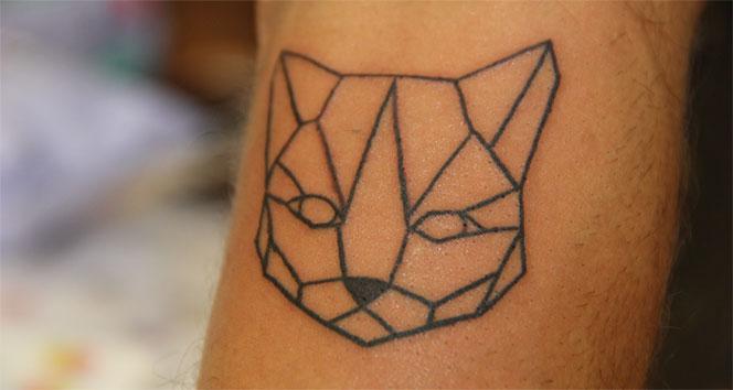 Kedi dövmelerinin geliri patili dostlarına