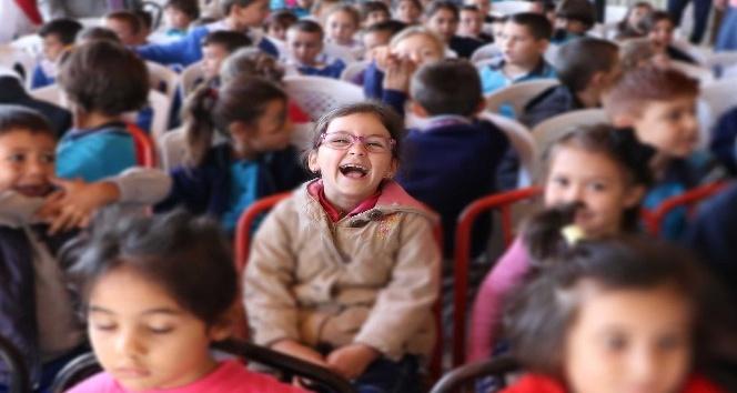 SineManisa'yla çocuklar sinemayla buluştu