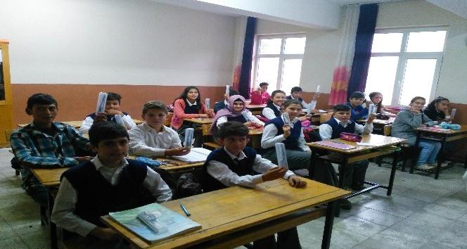 """Akşehir'de """"Senin Bir Kalemin, Benim Bin Hayalim"""" kampanyası"""