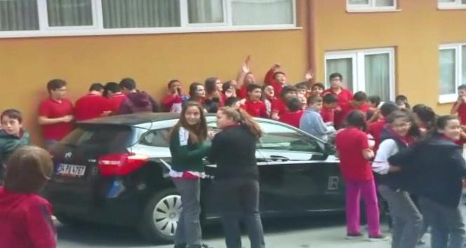 Ortaokul öğrencileri, okul dışına çıkarılmamasına tepki gösterdi