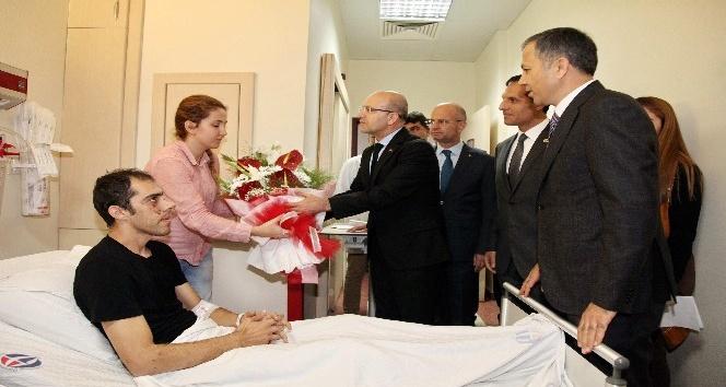Başbakan Yardımcısı Şimşek'ten yaralı polislere ziyaret