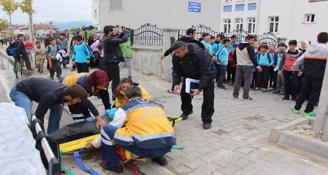 Minibüsün çarptığı öğrenci yaralandı