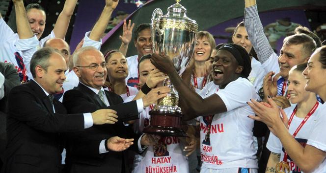 Şampiyona kupayı Bakan Kılıç verdi