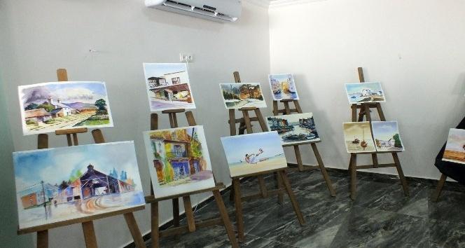 İngiliz ressam okul yararına sergi açtı